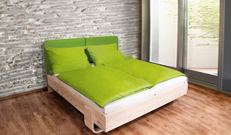 ein bett aus zirbenholz so geht schlaf. Black Bedroom Furniture Sets. Home Design Ideas