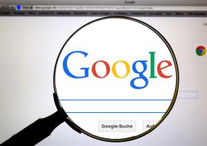 Gesetze in der EU und in Österreich schützen Konzerne wie Google, Amazon, Apple und Facebook