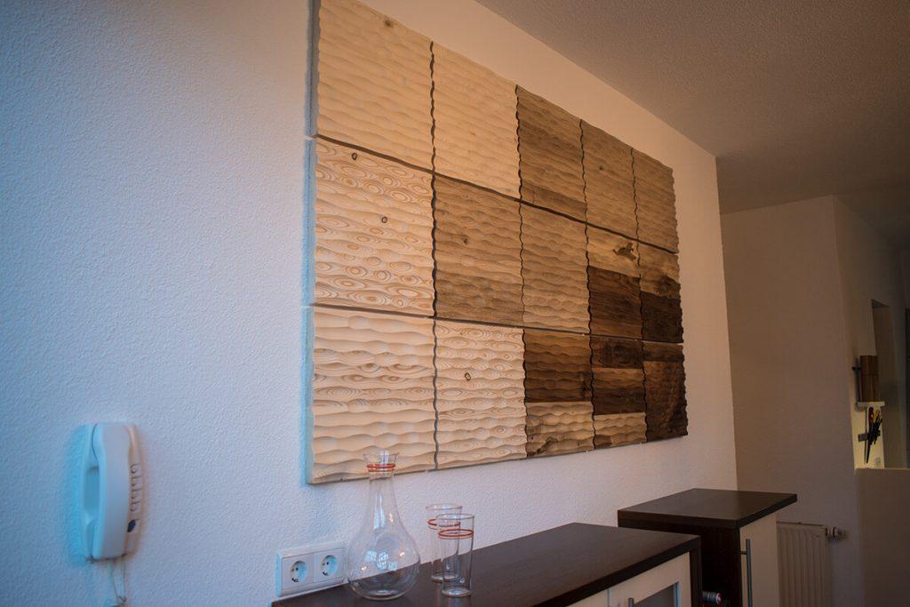 Schmuck für Ihr Wohnzimmer! Diese moderne Wandverkleidung aus Holz wird in den Alpen handgemacht.