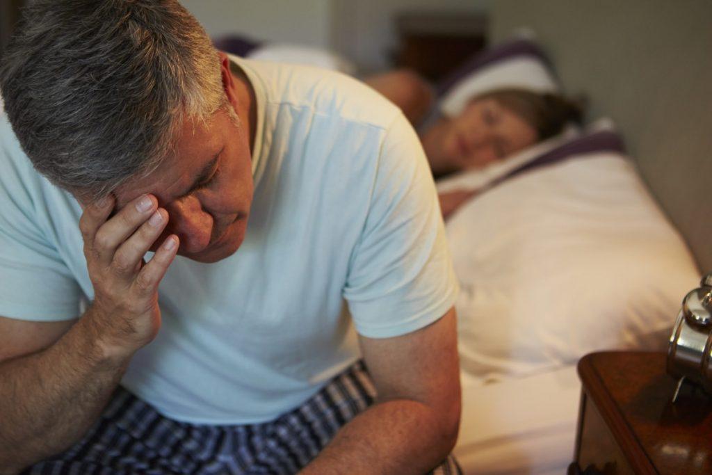 Wer in der Nacht nicht wirklich zum Schlafen kommt, ist am nächsten Tag nicht leistungsfähig und schleppt sich nur durch den Alltag.