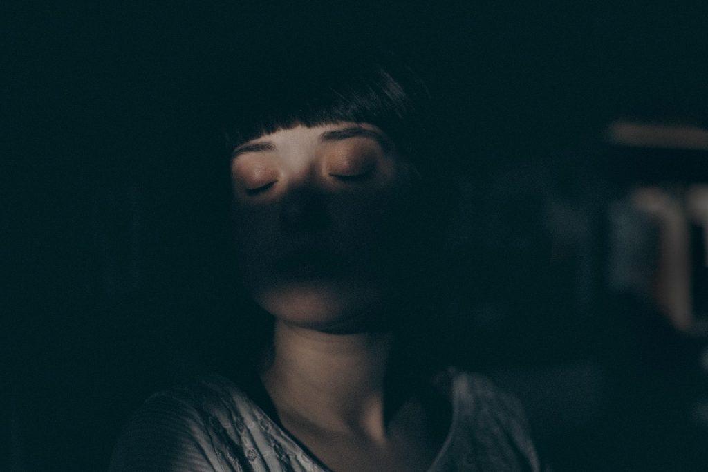 Schlafprobleme aller Art, ob im Sommer durch die Hitze oder generell durch wenig erholsamen Schlaf, schränken früher oder später das tägliche Leben ein.