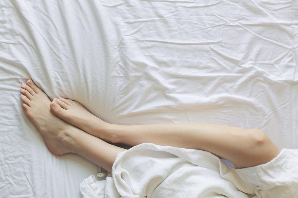 Wir kennen das: Im Sommer wird das Schlafen bei Hitze zur Unmöglichkeit und man wälzt sich nur erholungsuchend im Bett.