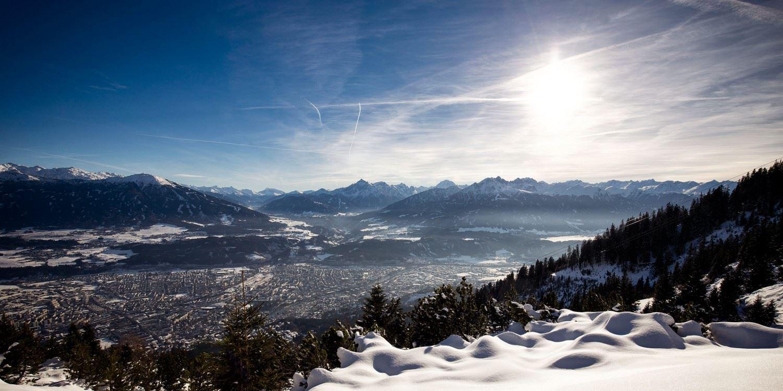 Spätwinterliches Innsbruck. Zwar nicht der Blick aus meinem Fenster. Aber dennoch auf meine Stadt. Was will mir dieses Wetter bloß sagen? (Bild: TVB-Innsbruck)