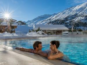 """Skiopening in Obergurgl: Relaxen im Pool des Hotel """"Hochfirst""""? Muss einfach sein, dann dann lässt es sich leicht ganz bewusst aktiv sein!"""