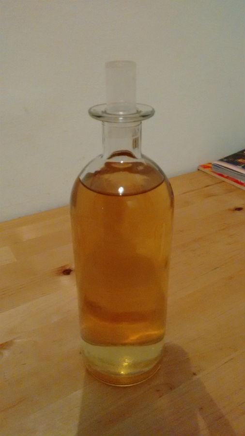 Hausgemachtes Kamillenwasser - vor der Verwendung gut schütteln