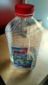 Destilliertes Wasser: sehr günstig - 2L um weniger als 3€