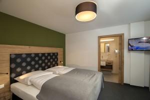 Vom Bett aus die Lage im Skigebiet über die Webcams prüfen. Dann von der Haustüre direkt auf die Piste. Nur in einem Apartment im Skigebiet.