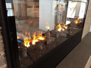 Der Kamin in der Lobby lädt zum Verweilen ein