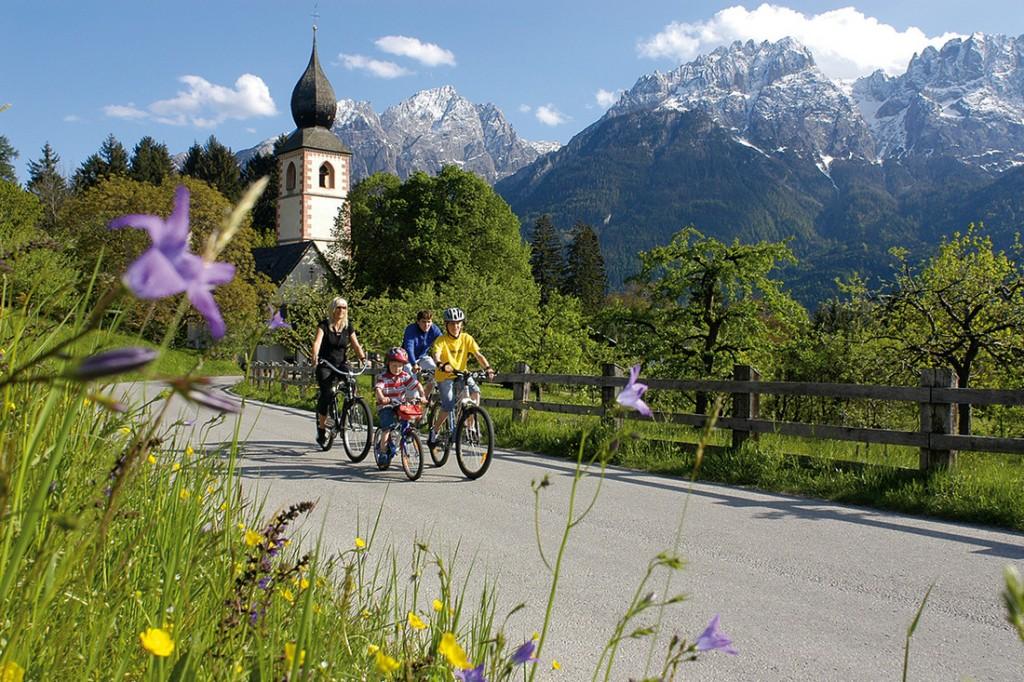 Der Drauradweg führt vom Südtiroler Toblach, über 366 Kilometer bis ins slowenische Maribor. Ein wunderbares Abenteuer auf dem Rad, für all jene die in ihrem Urlaub gerne Entspannung und Aktives verbinden.