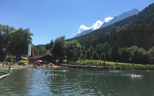 Am Tristacher See lässt es sich richtig entspannt baden (C) Florian Warum