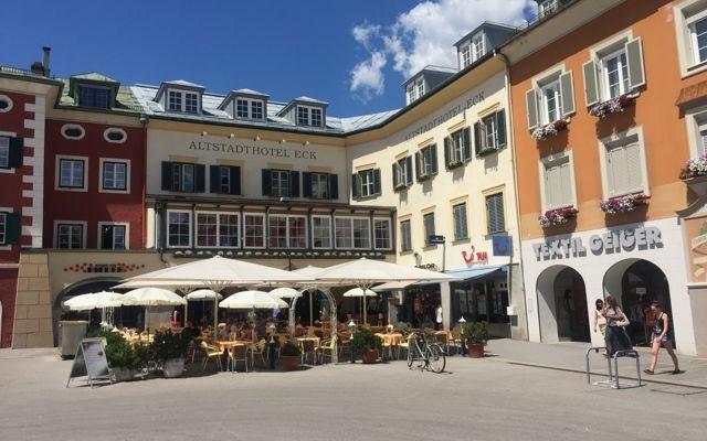 Cafés in Lienz laden nach der Tour mit dem Mountainbike zur Pause ein. (C) Florian Warum