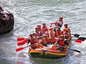 Das Action-Rafting ist eines der spannenden Angebote des Clubs (c) Bild: Adventure Club Kössen