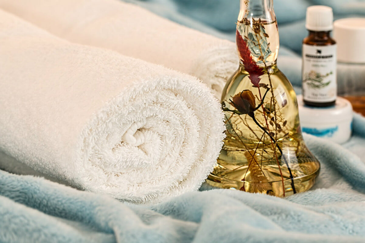 Hautpflege im Winter: Salben und Öle helfen gegen Hauttrockenheit