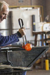 Langes Arbeiten bei Hitze oder im Stehen sind im Alter nicht fördernd.