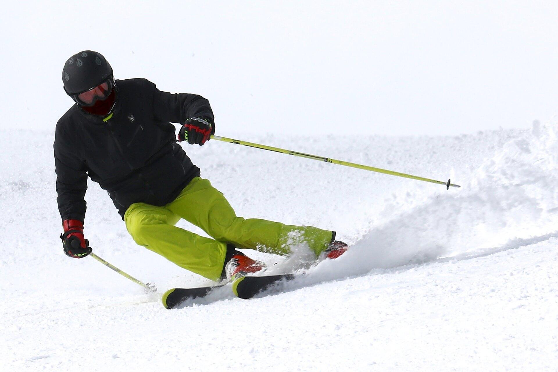 Bei der Skiausrüstung muss unbedingt auch auf den Schutz der Augen geachtet werden. Foto: Pixabay