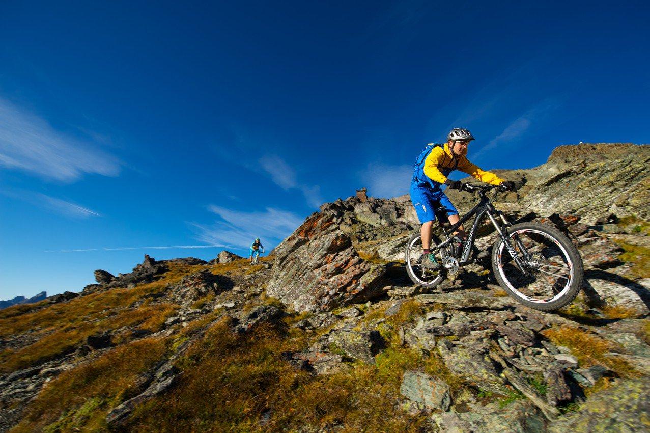 Der richtige Mittelweg zwischen Motorradfahren und Wandern: Mountain-Biken!