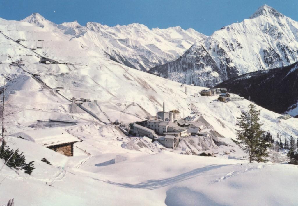 Auch im Winter wurde im Magnesitwerk Tux gearbeitet. Die Bedingungen waren hart beim Bergbau im Zillertal.