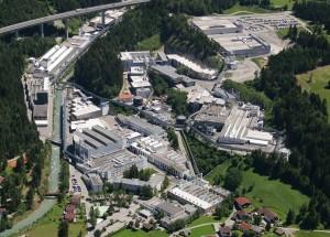 Die Plansee Group in Reutte im Luftbild. Hier wurde das Wolfram aus Tux verarbeitet, welches dann bei der NASA zum Einsatz kam.