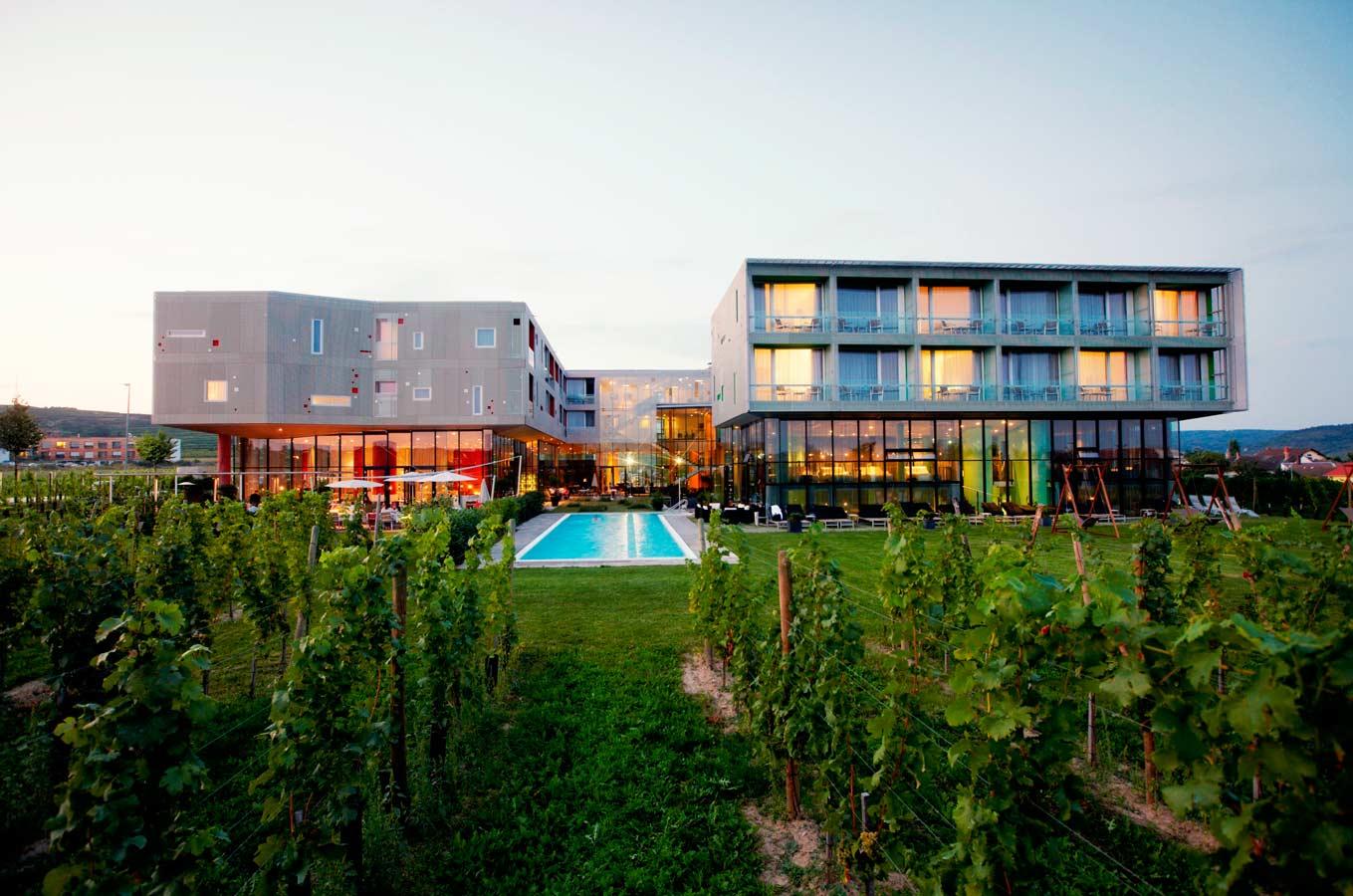 """Blick auf das """"Loisium"""". Wein, Architektur, Spa - ist das nicht ein Traum?"""