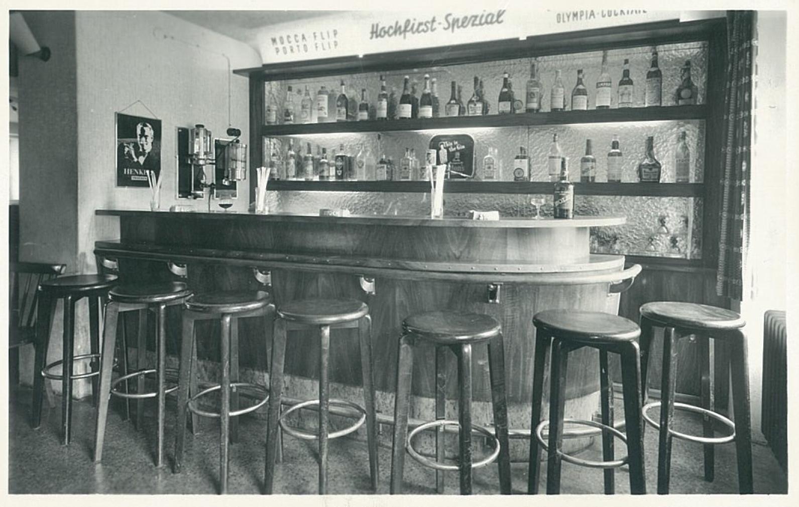 Die Bar im Hotel Hochfirst um 1951