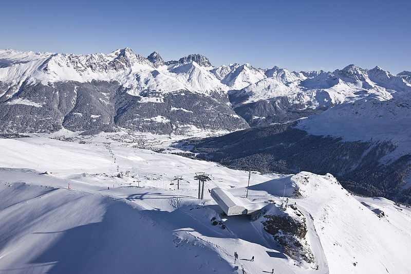 800px-Piz_Martegnas_with_Bergünerstöcke_and_Err-Gebiet