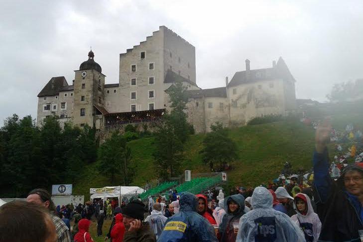 Die Wolken und der Regen machten die Burg noch mystischer. Könnte auch irgendwo in den schottischen Highlands sein, oder?