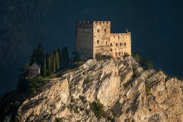 Eindrucksvoll: Die Burg Laudegg in Ladis (Bild: Günter Kramarcsik)