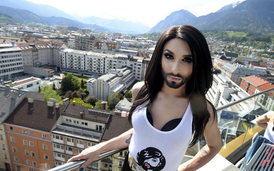 Conchita Wurst war in Innsbruck. Und tausende von Menschen wollten sie am Sparkassenplatz hören und sehen (Foto: Tiroler Tageszeitung)