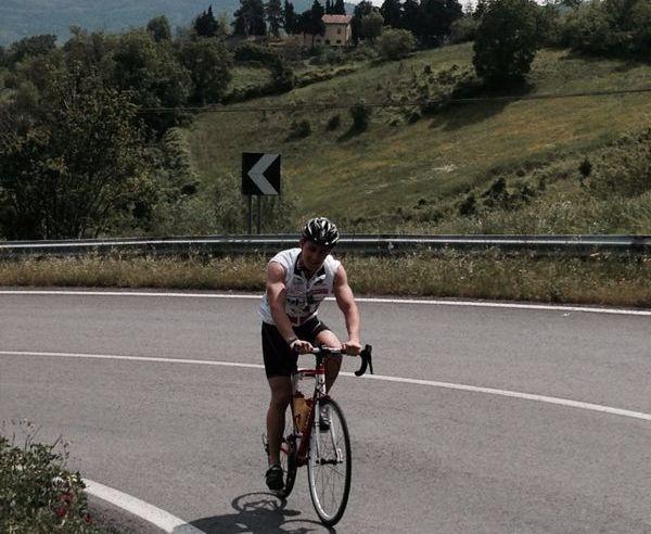Dennis beim Trainingslager in Italien. Auch hier ist keine Straße vor ihm sicher.