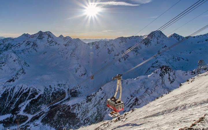 Fliegender Opel am Schnalstaler Gletscher