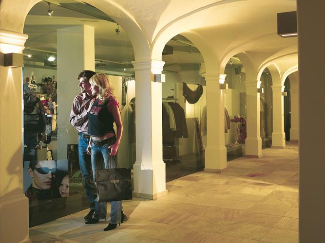 Shopping in Ischgl: Auch hier wird mit Superlativen nicht gegeizt!
