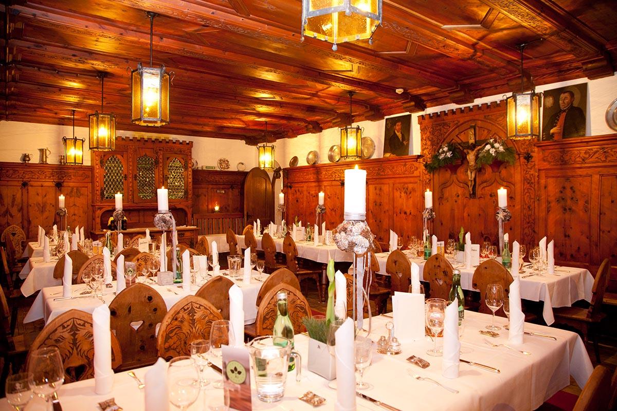 Gemütliche Gasträume müssen auch nicht immer dunkel sein. Gemütlichkeit sieht so aus! © Tiroler Wirtshaus