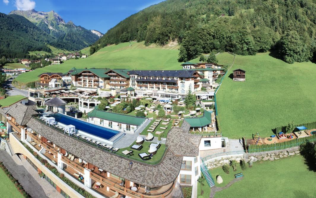Das Stock Resort liegt eingebettet in die wunderbare Bergwelt des Zillertals