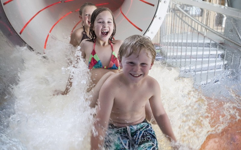 Im Aqua Fun Park ist immer was los! Ganz besonders in der Rutsche.