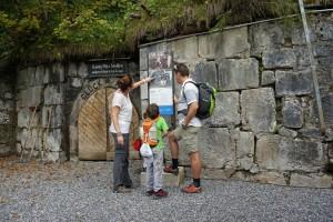 Kinder sind wissbegierig: Hier am neuen Historischen Solewanderweg