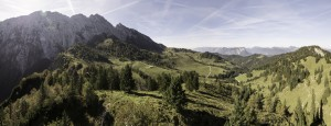 Wer hier nur drüber fliegt, verpasst definitiv etwas. Das Kaisergebirge beim Klettern in Kufstein.