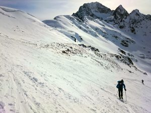 Das wird mit elektrischen Tourenski in Zukunft einfacher werden. Kein Quälen mehr beim Skitouren gehen.