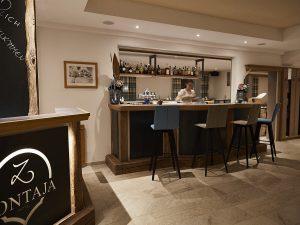 Gemütliche Hotelbar im Zontaja statt Après-Ski in Ischgl