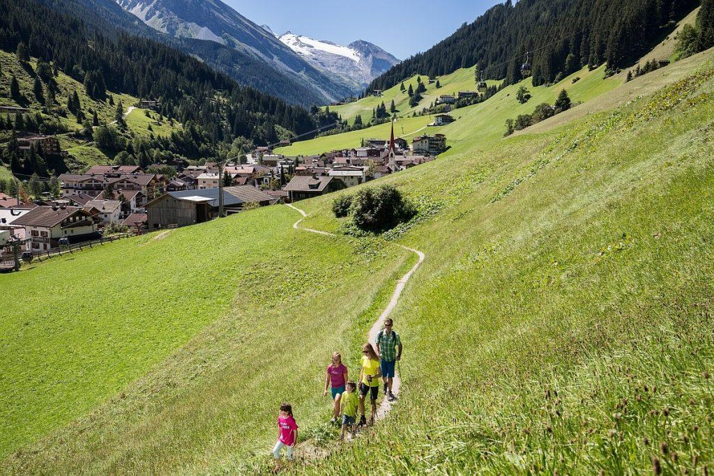 Heimat ist auch, wo die Familie ist. Hier bei einer Wanderung oberhalb von Finkenberg.