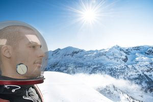 Mit diesem brandneuen Helm wird dem Vermummungsverbot in Österreich Rechnung getragen. Exklusiv in Obertauern!