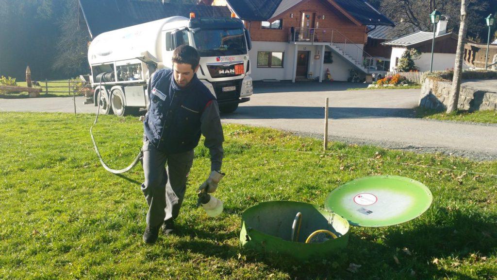 Per LKW kommt das Flüssiggas auch zu den entlegensten Plätzen. Damit ist Versorgungssicherheit auch für exponierte Lagen gegeben.