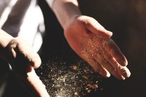 Handwerk bedeutet, dass man sich auch mal die Hände schmutzig macht, weil mit seinen eigenen Händen Arbeit vollbringt.