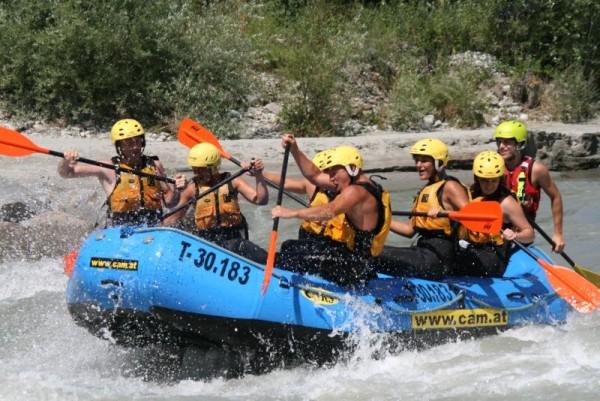 Auch Wasserratten und besonders Abenteuerlustige kommen beim Rafting auf der Isel auf ihre Kosten. (c) Club Aktiv Osttirol.