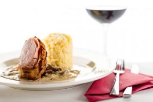 Semmelknödel und Rotwein passen perfekt zu Schwammerln