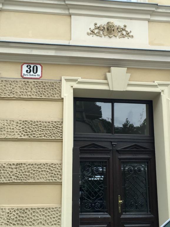 Straßenschild der Paris-Lodron-Straße in Salzburg