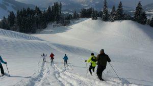 Winterspaß in Tirol: Schneeschuhwandern ist äußerst beliebt.