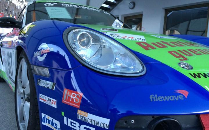 """Auch ein Porsche ließ sich mit dem """"gschichten.com""""-Logo blicken."""